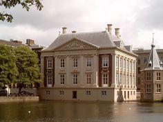 Den Haag, Mauritshuis vanaf Hofvijver 2006-05-29 16.12 - Hollands classicisme - Wikipedia