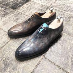 Les détails qui ont toute leur importance !  New !!! // Model : JMG En09 // Patinas : BDG Light brow // BDG Light grey Derby, Luxury Shoes, Beautiful Shoes, Loafers Men, Leather Shoes, Nice Dresses, Oxford Shoes, Dress Shoes, Footwear