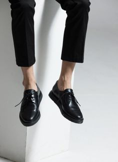 Today's Hot Pick :Stitched Derby Shoes http://fashionstylep.com/SFSELFAA0012036/tlrkeen/out These derby shoes with a stitched design are great for making you look intelligent. Add to that their great material and thin laces, this pair is an easy choice to use with button front shirts and tapered trousers for office meetings or dates.