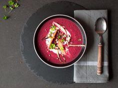 Es ist wieder einmal Zeit für eine Suppe: Diesmal in der Variante Rote-Beete und Pastinake. Nicht nur farblich ein kleines Träumchen. Fein cremig, lecker würzig und allergiefreundlich - ein rundum gelungenes Gericht! Ich mag Suppen einfach super gerne (Ja ich weiß, ich habe es schon mehrmals e