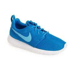 Nike 'Roshe Run' Sneaker ($75) ❤ liked on Polyvore featuring shoes, nike, sneakers, nike shoes, lightweight shoes, light weight shoes and nike footwear