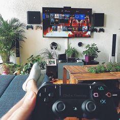 #mysetup #couchgaming #gaming #playstation4 #germangamer #gamingtime #videogames #instagamer #gamergram #gamerlife #gamingroom #gamingsetup #setup #4theplayers #gamingcommunity #gamersofinstagram #gamingblog #videogameaddict #berlingamer #ps4 #ps4pro #plantstyling #plantsathome #psfamily #psfamilie