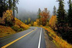 дорога, горы, осеннее утро