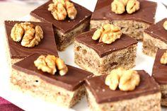 Diós bögrés süti recept. Egy egyszerű süti egyszerű recepttel. Ha gyorsan szeretnél összedobni valami édességet, akkor nézd meg ezt.