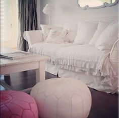 : So chic! Shabby Chic Homes, Shabby Chic Decor, Shabby Chic Couture, White Sofas, Casual Chic, Ottoman, Chic Bedding, Cottage, Living Rooms