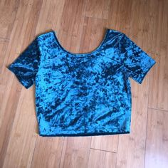 """Teal crushed velvet crop top  Very cute teal color crushed velvet crop top. The fabric does have a little stretch to it. Never worn, in perfect condition. Please make all offers using the """"OFFER"""" button. I will not discuss price through the comment thread.   NO Trades. Forever 21 Tops Crop Tops"""