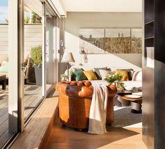 Beautiful Living Rooms, Leather Furniture, Living Room Interior, Porch Decorating, Interiores Design, Warm And Cozy, Architecture Design, House Design, Contemporary