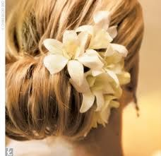 Who needs a veil? Although a simple one would look beautiful with this.