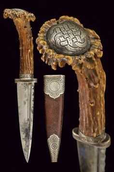 "armthearmour: ""A Hunting Dagger with a Sgian Dubh blade and a deer antler grip, Scotland, ca. from Czerny's International Auction House. Swords And Daggers, Knives And Swords, Antlers, Deer Horns, Deer Antler Crafts, Blacksmithing Knives, Knife Stand, Engraved Pocket Knives, Dagger Knife"