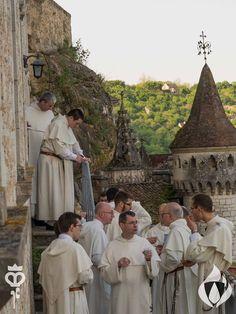Rocamadour - Pentecôte 2016 Pour honorer la visite de saint Dominique auprès de la Vierge Noire, le Sanctuaire Notre-Dame de Rocamadour a invité le Couvent des Dominicains - Rangueil à venir faire une mission pendant le week-end de Pentecôte 2016 ! #op800 #EspritSaint