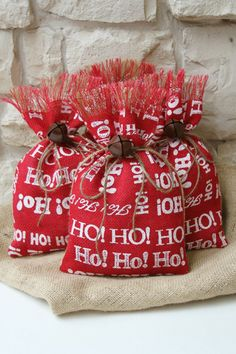 Burlap Gift Bags Shabby Chic Christmas Wrapping von FourRDesigns