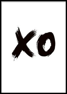 Svartvit illustrerad poster med texten xo. Illustrerad poster/print med härliga penseldrag i svart. Passar fint med våraa andra grafiska posters i svart vitt men även grafiska prints i färg.