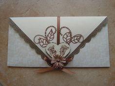 """Bonjour à tous et à toutes ! Voici une Carte de Félicitations de Mariage qui m'a été demandée. C'est une """"Carte-Enveloppe"""" aux couleurs Ivoire Irisée, Taupe et Bronze. Bonne journée à tous et à toutes ! Et surtout une très bonne fête à toutes les Mamans..."""