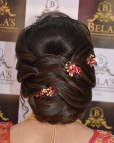 Reception Bridal Makeover done by bela kheradiya Booking open for Con Bridal Hairstyle For Reception, Bridal Hairstyle Indian Wedding, Bridal Hair Buns, Hairdo Wedding, Long Hair Wedding Styles, Indian Wedding Hairstyles, Bride Hairstyles, Long Hair Styles, Engagement Hairstyles