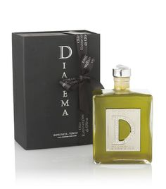 Characterised by its brilliant and intense green colour, the Diadema Extra-Virgin Olive Oil is fruit of Fattoria Villa l'Olmo's carefully selected olives which are picked once the ideal ripeness has been reached and when the olives reflect delicate golden yellow tones and have a good consistency. THE DESIGN OF THE BOTTLE LABELS OF THE DIADEMA LINE INCORPORATES SWAROVSKI CRYSTALS.