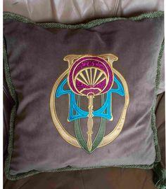 poduszka dekoracyjna z haftem secesyjnym. Aplikacja. Możesz zamówić