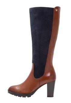 9332f89630f0f ¡Consigue este tipo de botas con plataforma de Caprice ahora! Haz clic para  ver