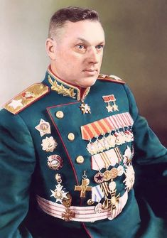 Konstantin Rokossovsky, Red Army, Marshal of the Soviet Union, Marshal of Poland. Des this guy have enough medals r what. Military Men, Military History, World History, World War Ii, Battle Of Stalingrad, Historia Universal, Soviet Army, Red Army, Cold War