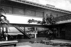 Residência Raul Crespi, Guarujá SP, 1942/Warchavchik. Pin adicionado por ConceptCasa.com.br