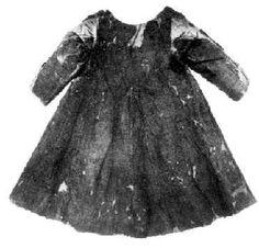 Herjolfsnes No. 44 loose girl's dress of white wool, late 14th century, National Museum of Denmark, Kopenhagen