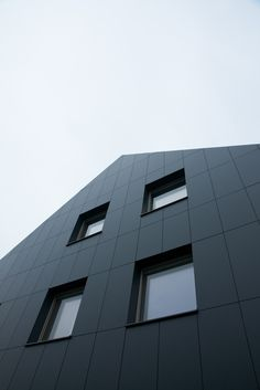 A great design combining Anthracite Grey and Elegant Oak. Private house in Lokeren, Belgium.