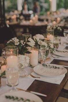 Wedding Table Settings, Wedding Table Centerpieces, Reception Decorations, Centerpiece Ideas, Centerpiece Flowers, Classic Wedding Decor, Diy Wedding Table Decorations, Neutral Wedding Decor, White Table Settings
