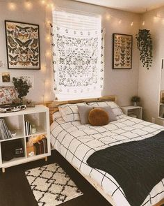 33 COZY DORM ROOM DECOR IDEAS ᏉℰℛЅᎯℂℰ ☽⋰♡☾ versace_i Dekoration ~ⓇⓄⓄⓂ ⒹⒺⓀⓄⓇ~ Hello elevatean! We meet again. Now, we will share a good topics about dorm room decor. This time, we have collected some room decor ideas for the dormitory. Dream Rooms, Dream Bedroom, Master Bedroom, Girls Bedroom, Master Suite, Bedroom Red, Diy Bedroom, Budget Bedroom, Small Bedroom Ideas On A Budget