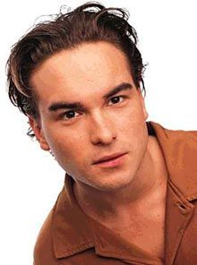 Johnny Galecki is hilllaaaarious on the big bang theory. Not as funny as jim parsons, but no one is.