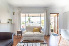 Spacious, bright & beautiful living room. Stay in this lovely airbnb in Cape Town