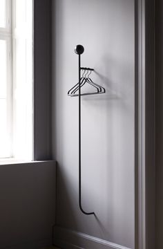 Ferm Living's Pujo is a minimalistic wall-mounted coat rack featuring a slim metal bar that can be used with hangers and hooks. The geometrical appearance of Pujo coat rack is perfected with a wooden ball on the top. Contemporary Home Decor, Contemporary Design, Contemporary Building, Kitchen Contemporary, Contemporary Apartment, Contemporary Wallpaper, Contemporary Architecture, Garderobe Design, Design Bestseller