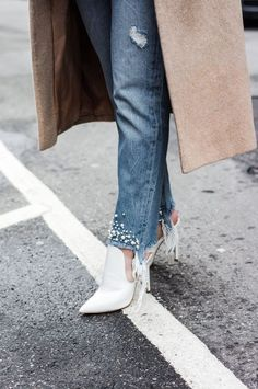 YOUR ULTIMATE SPRING GUIDE TO SHOES 2018 - Mules, Converse, Sneakers, Lace up shoes, wedges sandals, high heels, ballerinas, work wear shoes, shop the post. #springshoes #shoes #shoesoftheday #shoesaddict #mules #sneakernews #springfashion #springstyle #workwear #fashionstyle #shopmycloset #aldo #highheels #details
