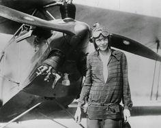 L'aviatrice Amelia Earhart devient la première femme à traverser l'Atlantique en avion. (1928)