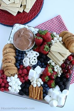 Smores Dip for a Dessert Charcuterie Board – Hoosier Homemade – Food Party Platters, Party Trays, Snacks Für Party, Game Night Snacks, Pool Snacks, Snack Trays, Fruit Platters, Food Trays, Party Desserts