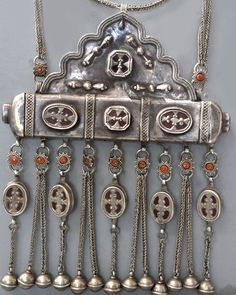 Tumar style pendant with Kazakh influences, glass and coral inlay, granulation. Early 20th c (info@singkiang.com)