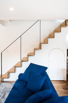 tone | 注文住宅なら建築設計事務所 フリーダムアーキテクツデザイン Stairs, House, Middle, Home Decor, Home, Stairway, Haus, Staircases, Interior Design