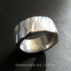 UNIQUE WEDDING BAND Tree Bark Rustic Wedding Band shown in 18kt White Gold; custom band by TresorsDuJour #TreeBarkWeddingBand #RusticWeddingBand