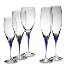 Orrefors' sophisticated Intermezzo Blue Stemware Collection pairs iconic, contemporary style and superior functionality. With its signature, deep blue drop in beautifully crafted crystal, this elegant stemware is modern art for your table. Vase Deco, Vases, Crystal Design, Wine Time, Champagne Flutes, Deep Blue, Contemporary Style, Glass Art, Crystals