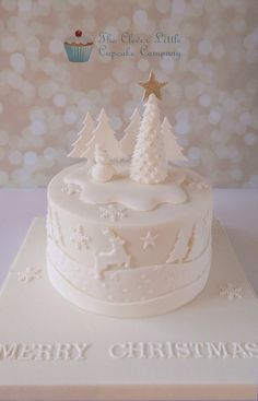 Tonal Christmas Cake - Cake by The Clever Little Cupcake Company (Amanda Mumbray) Christmas Cake Designs, Christmas Cake Decorations, Christmas Cupcakes, Christmas Sweets, Holiday Cakes, Christmas Cooking, White Christmas, Xmas Cakes, Christmas Writing