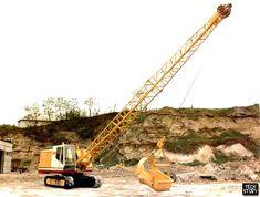 Экскаватор ЭО-4112А-1 снабжен удлиненной стрелой длиной 13,7 м. В таком исполнении оснащается ковшом максимальной емкости 0,8 м