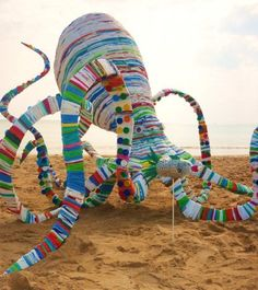 "Yarnbombing And Giant Octopus Bags Under The Sea"" by Australian artist Jacq Chorlton. Made entirely of woven recycled plastic bags. Recycled Plastic Bags, Plastic Art, Recycled Crafts, Plastic Bottles, Recycled Materials, Sculpture Textile, Textile Art, Sculpture Art, Sculpture Projects"