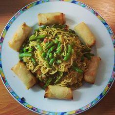 Easy vegan dinner  Noodles veggies and springrolls    #noodles #springrolls #vegan #veganism #veganfoodshare #veganfoodie #veganfoodporn #vegansofig #whatveganseat #plantbased #plantbasedfood #crueltyfree #eatclean #cleaneating #fitfood #healthyfood #healthyvegan #fitvegan #govegan #veganfollow  #eatyourgreens #eatyourveggies #plantpower #vegancommunity #veganlife #vegangirl #veganforlife #veganlifestyle #eatallthecarbs #carbthefuckup by melis89x