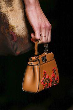 Fendi Fall 2016 Fashion Bags, Fashion Show, Womens Fashion, Floral Fashion,  Fashion 3fb4aaabb5b