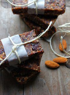Almond, date & dried cherry bar
