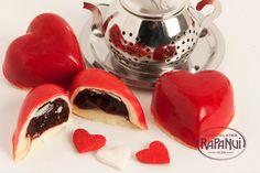 Corazón de Cassis: Un seductor capricho de chocolate blanco y relleno de una imperdible crema de cassis. © Copyright Chocolates Rapa Nui