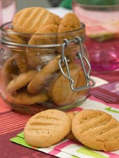 Μπισκότα με φιστικοβούτυρο Greek Desserts, Cookie Desserts, Greek Recipes, Cupcake Cookies, Fun Desserts, Cookie Recipes, Cupcakes, Greek Cookies, Biscuit Bar
