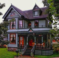 gothic architectu re Schwibbogen Victorian Homes Exterior, Victorian Style Homes, Victorian Cottage, Victorian Architecture, Victorian Houses, Revival Architecture, Style At Home, Dark House, Best Tiny House