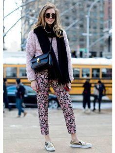 Roze met gouden slip-ons - Streetstyle: 16x roze galore