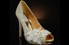 photos of extravegant gold wedding shoes | Badgley Mischka wedding shoes for fashionable brides
