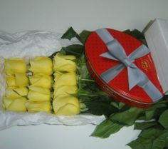 docena de rosas amarillas con bombones