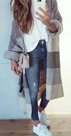 #fall #outfits blue distressed jeans